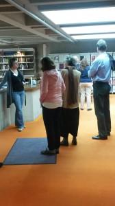 Bei mehreren Führungen konnten die Besucherinnen und Besucher einen Blick hinter die Kulissen das archivs werfen. Foto: IfZ-Archiv/Manuela Ostermeier. Alle rechte vorbehalten.