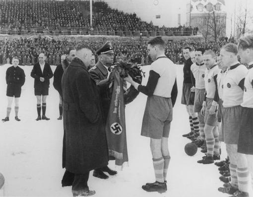 Ehrung für den Südbayerischen Meister 1944.