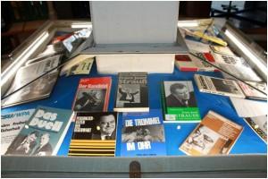 Das IfZ verfügt über zahlreiche wissenschaftliche und populärwissenschaftliche Publikationen zu Strauß sowie eine umfangreiche Presseausschnittsammlung.
