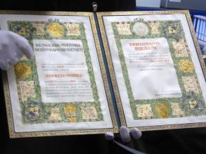 Präsentation der Nobel-Urkunde für Ferdinand Braun bei einer Führung. Foto Deutsches Museum (Th. H.). Alle Rechte vorbehalten