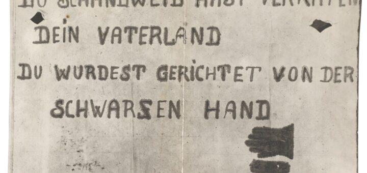 """Plakat """"Du Schandweib hast veraten dein Vaterland, du wurdest gerichtet von der Schwarzen Hand"""", welches bei der Leiche von Maria Sandmayer gefunden wurde Staatsarchiv München, Generalstaatsanwaltschaft-OLG-München-Nr-24, Blogparade Deutungskämpfe"""