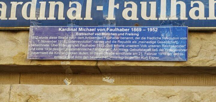 Zusatzschild zum Straßenschild 2020; Foto: Archiv und Bibliothek des Erzbistums München und Freising. Blogparade #Deutungskämpfe