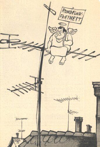 Karikatur von Horst Haitzinger: Franz Joseph Strauß sitzt als Engel auf einer Antenne und hält ein Schild mit Rundfunkfreiheit hoch. Blogparade Deutungskämpfe